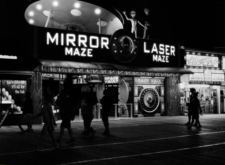 The mirror maze and aliens